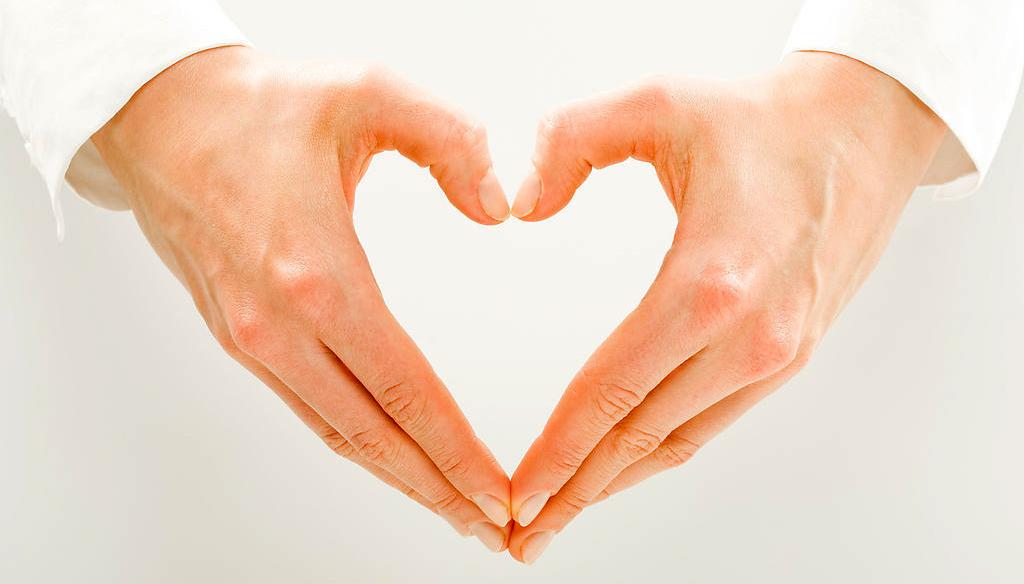 Как сделать из пальцев рук сердце 230