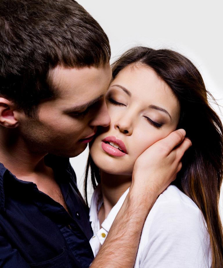 Поцелуй брюнетка фото фото 118-930